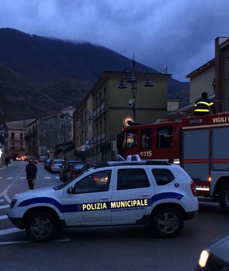 Il tetto della  scuola elementare è stato scoperchiato dal vento - Decisivo l'intervento delle pattuglie della polizia municipale .