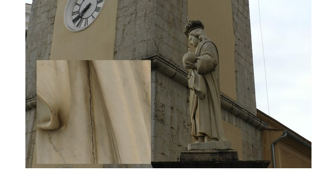 Statua del S.Salvatore - E'  comparsa una crepa