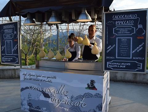 Simone Pizza porta Montella a Milano nel cuore di Eataly: IL CACIOCAVALLO IMPICCATO