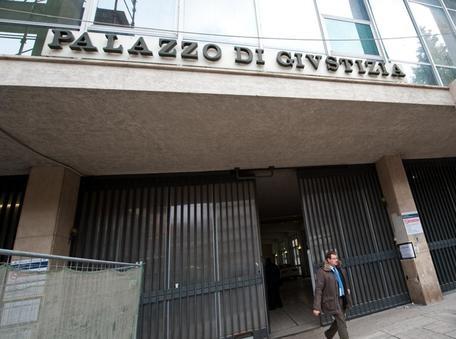 Inizia il processo ex agente di Montella e carabiniere ,promettevano posti da agente 007